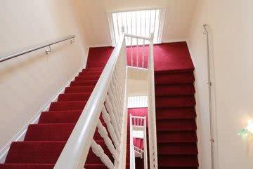 Treppenhaus Hotel roter Teppich