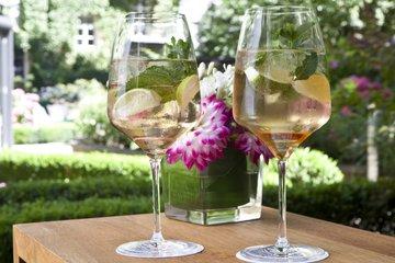 Weingläser Tischdekoration Garten