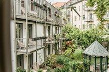 Roof Garden Suite Hotel München Außenansicht grüner Innenhof