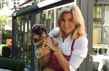 Eva Kubon mit Hund Maximilian Munich Apartments Hotel hundefreundlich